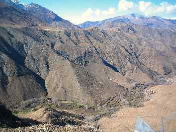 Valle y montañas cerca de Agouim, Marruecos