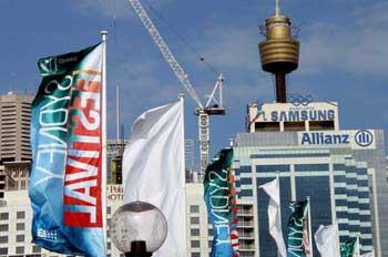 Torre del Centre Point desde Darling Harbour, Sydney, Australia