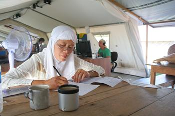 Trabajando en el campamento, Cruz Roja, Melaboh, Sumatra, Indone