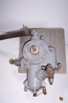 Bomba manual de combustible (vista lateral)