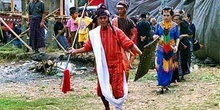 Cabeza de familia haciendo entrada tradicional, Sulawesi, Indone
