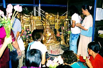 Adoracion y plegarias, Tailandia
