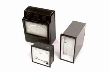 Voltímetro analógido de laboratorio