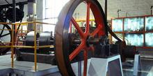 Vista lateral de la máquina de vapor de doble expansión (1890),