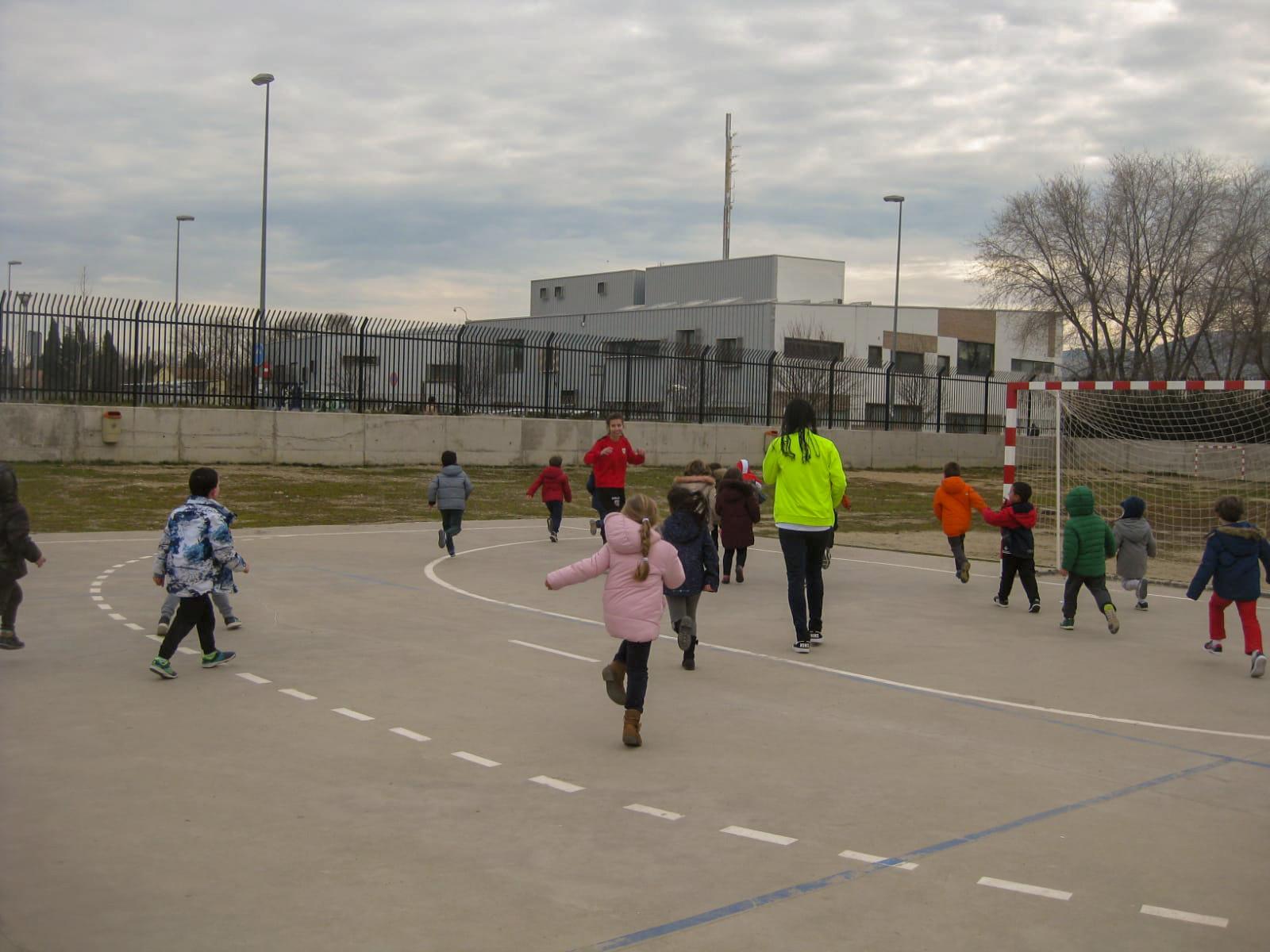 "Fútbol ""femenino"" en el CEIP Dulcinea 3"