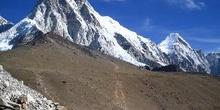 Pu Mori y Lingtren vistos desde Gorak Shep