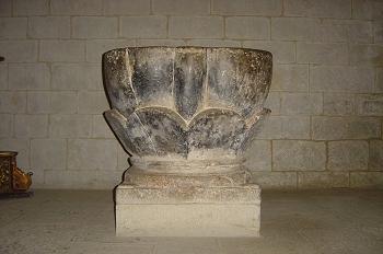 Templo de San Esteban. Pila bautismal, Sos del Rey Católico, Zar