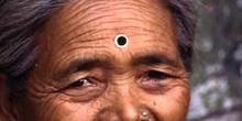 Retrato de mujer con pendiente nasal, Darjeeling, India