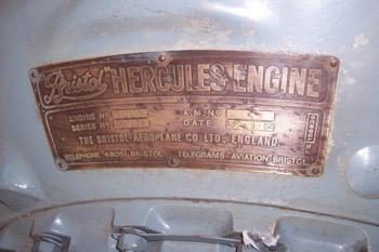 Placa de características de un motor doble en estrella