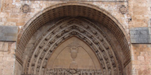 Puerta principal de la Catedral de Burgo de Osma, Soria, Castill