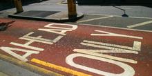 Asfalto pintado para carril bus, Londres, Reino Unido