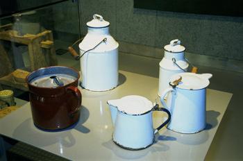 Utensilios domésticos: Jarras, lecheras, hervidor, Museo del Pue