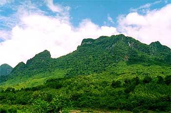 Vistas de las características montañas de Laos, Laos