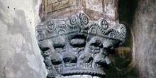 Capitel de arquería ciega del ábside de San Julián de los Prados