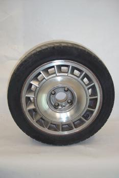 Neumático sobre llanta de aluminio
