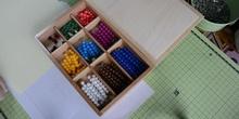 Inicio multiplicación 2 con perlas Montessori