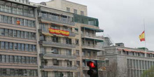 Banderas españolas con lazos negros