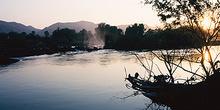 Amanecer en el río Kunene, Namibia