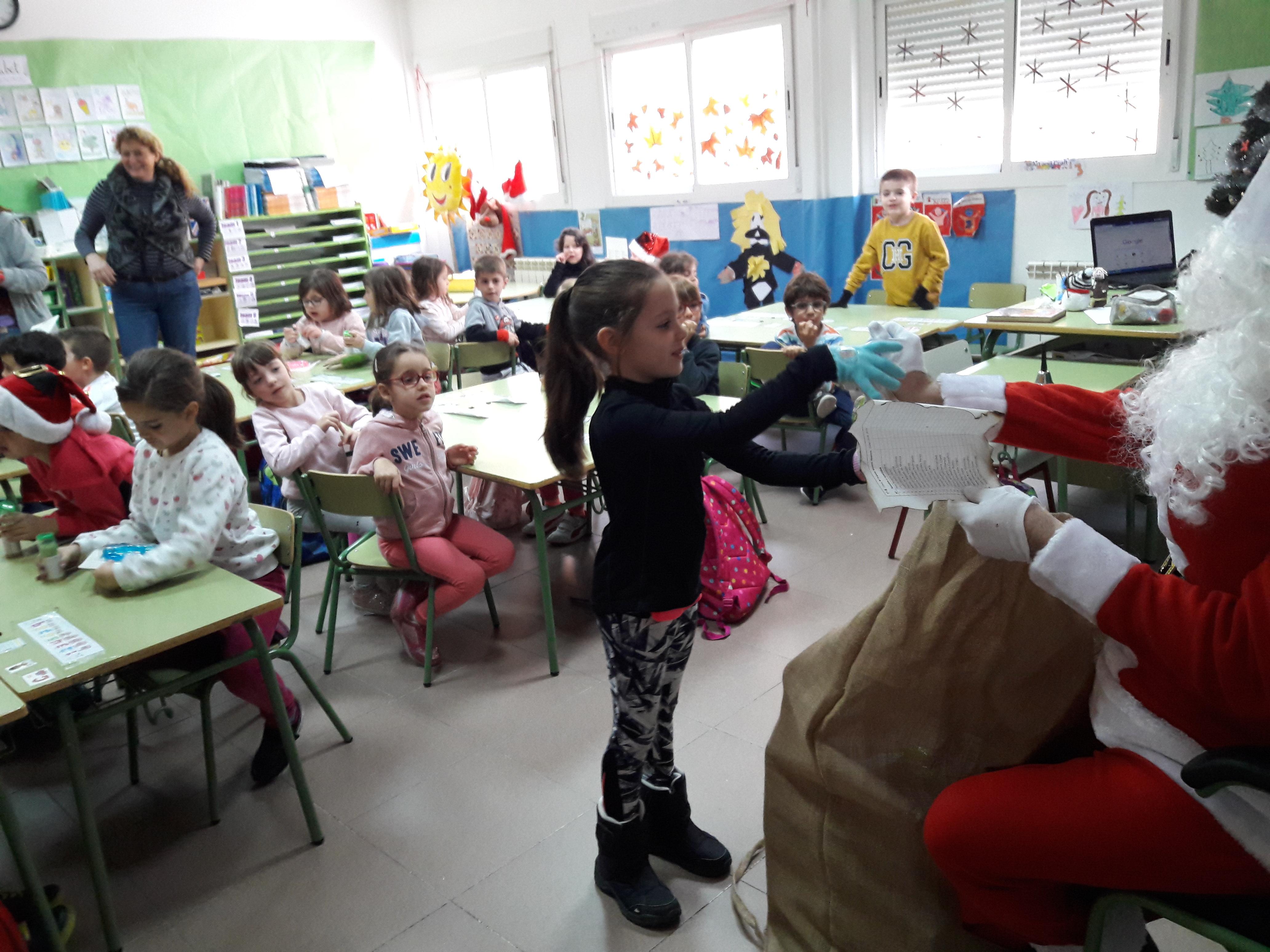 Santa Claus comes to School 8
