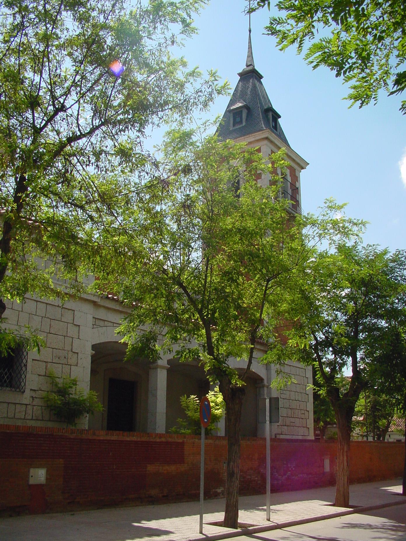 Vista lateral de iglesia en Rivas Vaciamadrid