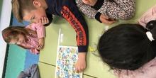 Buddies: 5 años y sexto enseñando a jugar. 19