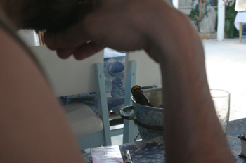 Persona en una bar de Maracaípe, Pernambuco, Brasil