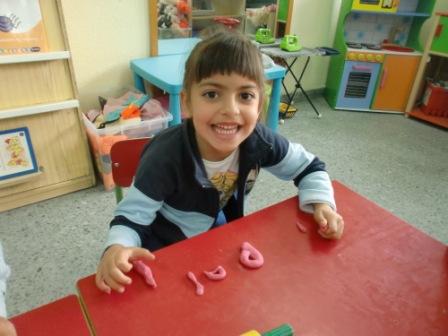 Las Abejas construyen las letras P y S 3