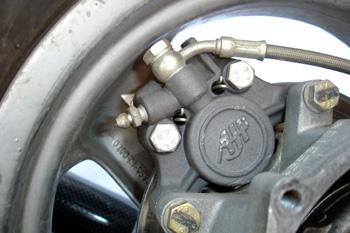 Ciclomotor. Pinza de freno posterior