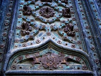 Detalle de herraje de puerta de la catedral de Vic, Barcelona, C