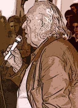 Rafael Alberti hablando en público