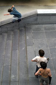 Niños jugando en los jardines del  Monte de las Artes, Bruselas,