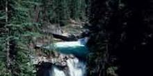 Corriente de agua en las Montañas Rocosas