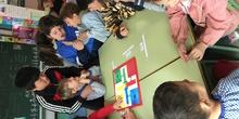 Buddies: 5 años y sexto enseñando a jugar. 22