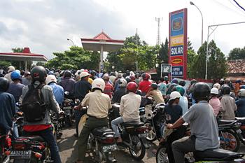 Colas subida gasolina, Jogyakarta, Indonesia