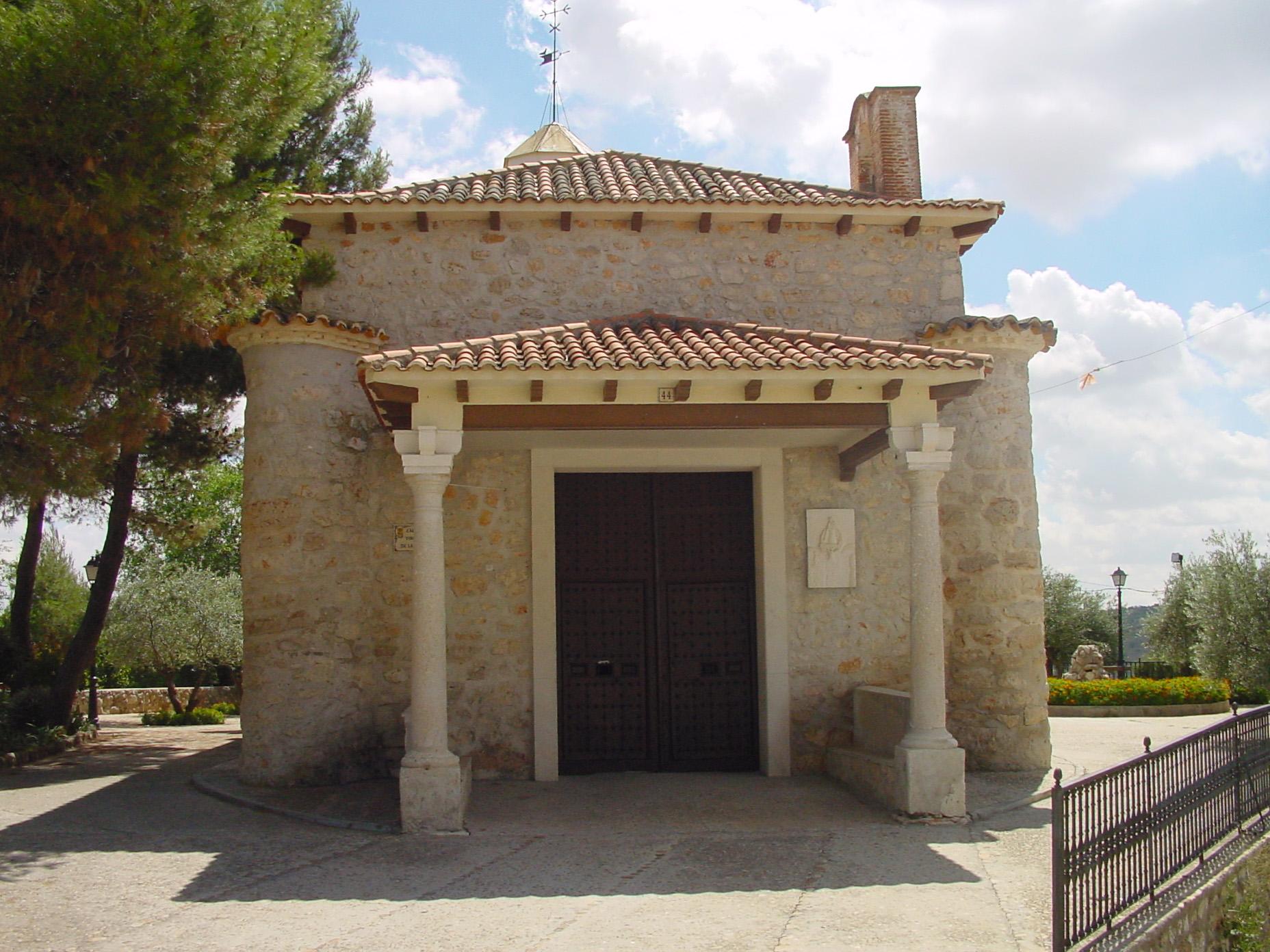 Fachada principal ermita de la Virgen de la Oliva en Valdilecha