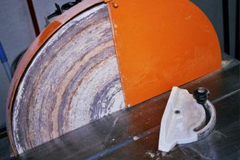 Lijadora de disco con accesorio para lijar en ángulo
