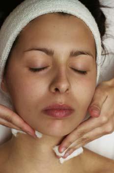 Limpieza facial: aplicación de tónico