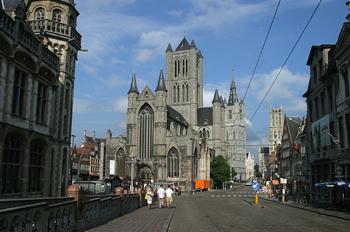 Vista de las tres grandes torres de Gante, Bélgica