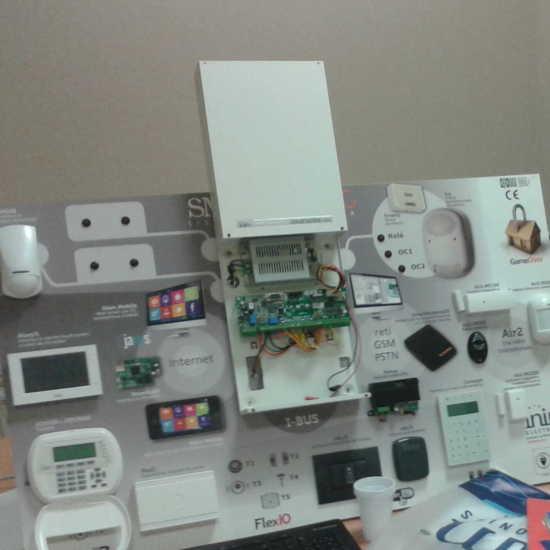 Maqueta de sistema de intrusión completo de Inim Electronics