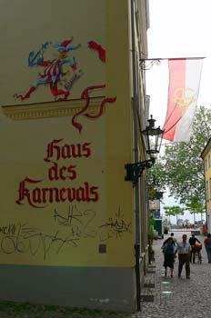 Fachada decorada en calle de Dusseldorf, Alemania