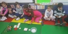 Las abejas de Infantil 5c aprenden a sumar jugando  7