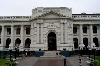 Facahada del Congreso de la República del Perú
