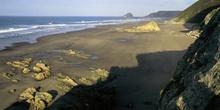 Playón de Bayas con la isla La Deva al fondo, Castrillón, Princi