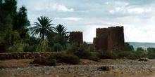 Fortaleza de piedra en un oasis, Ouarzazate, Marruecos
