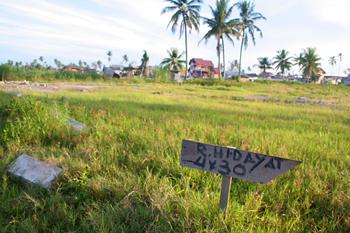 Cartel reivindicando propiedad, Melaboh, Sumatra, Indonesia