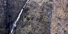 Salto de agua en valle de Ordesa
