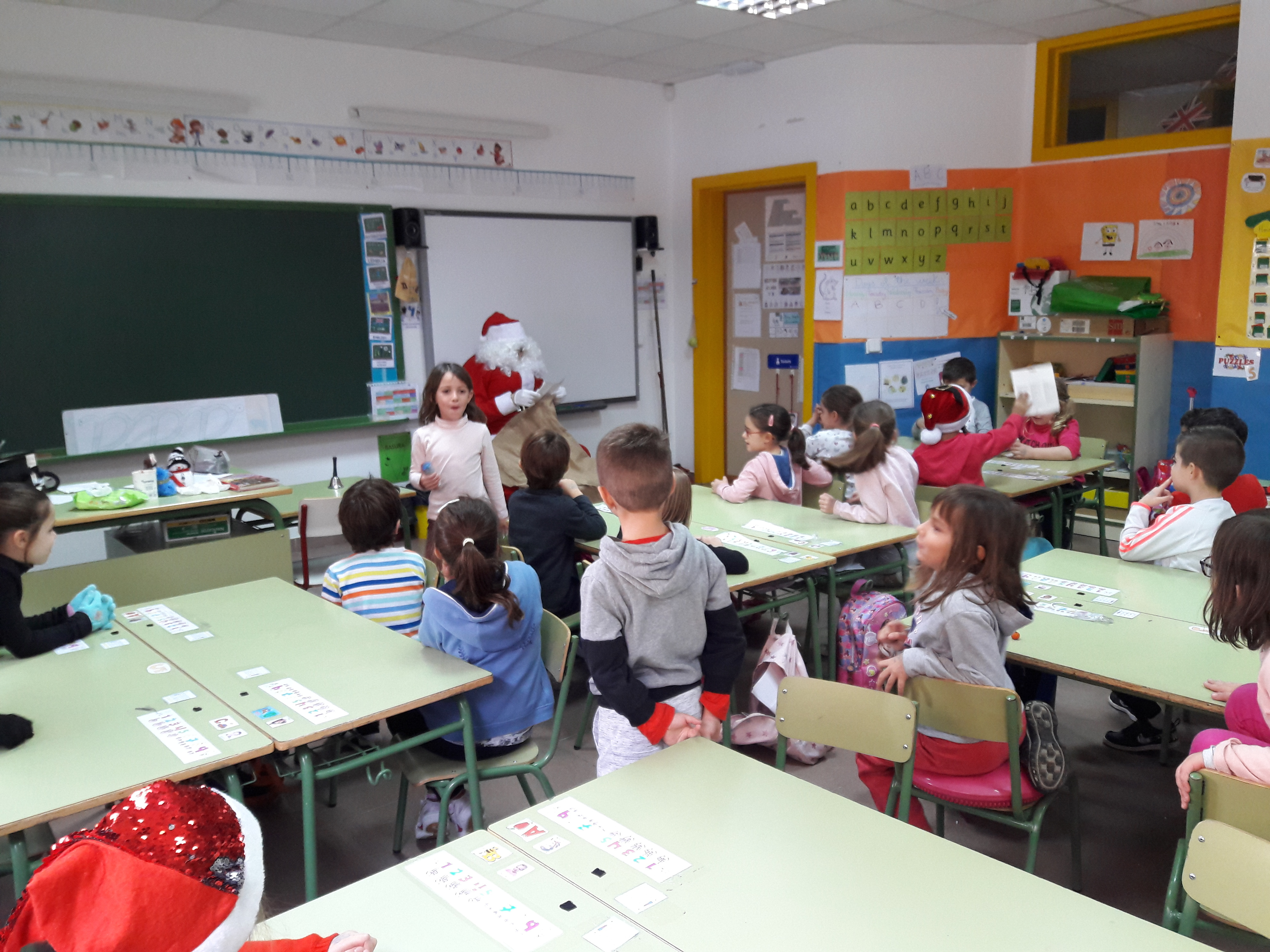 Santa Claus comes to School 2