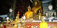 Altar con docenas budas, Tailandia