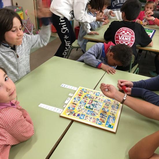 Buddies: 5 años y sexto enseñando a jugar. 10