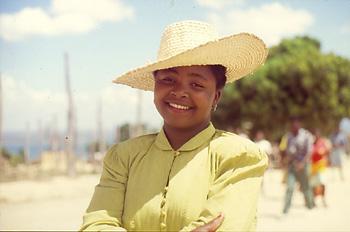 Chica joven en el Barrio del Triángulo, Nacala, Mozambique